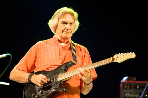 John_McLaughlin_in_the_Mir_Gitary_festival